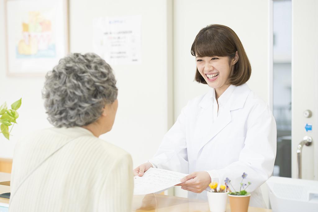 患者さんとの距離が近く、医療への貢献を実感しやすいのが薬剤師