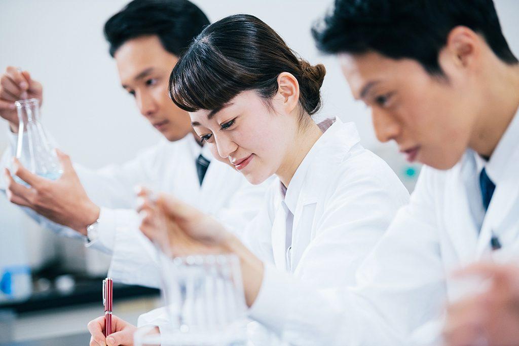 製薬会社など企業で働く薬剤師の仕事