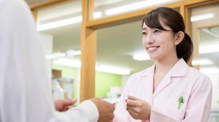 新人薬剤師は必読!患者さんや同僚との対応に必須の「マナー」とは?